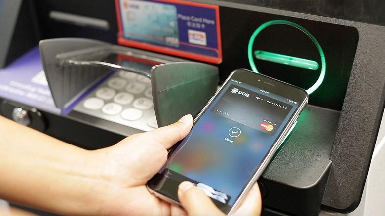 В российских банкоматах можно будет снять деньги с помощью смартфона