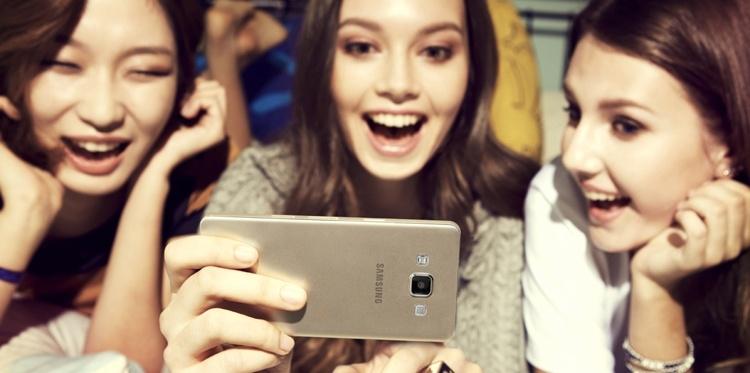 Samsung хочет спрятать селфи-камеру за экран смартфонов