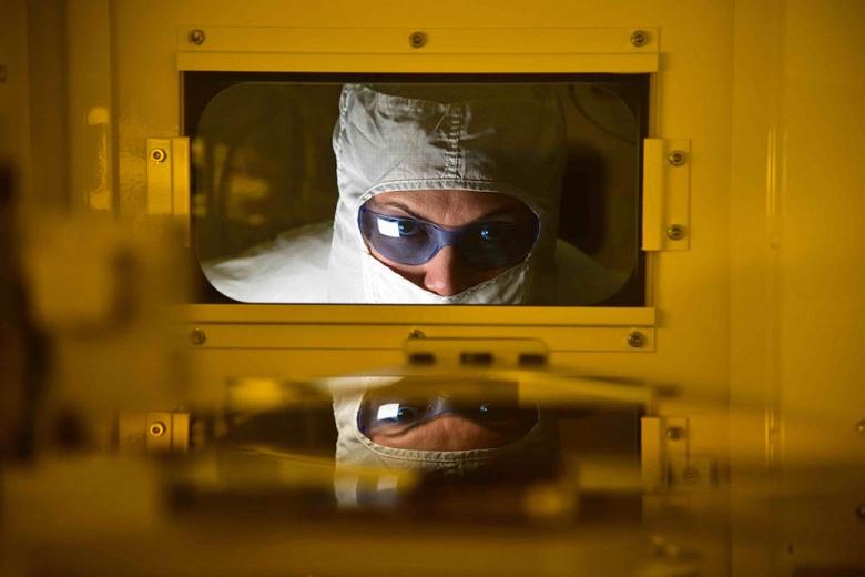 Intel разделит производство из-за задержек с освоением 10-нанометровой технологии