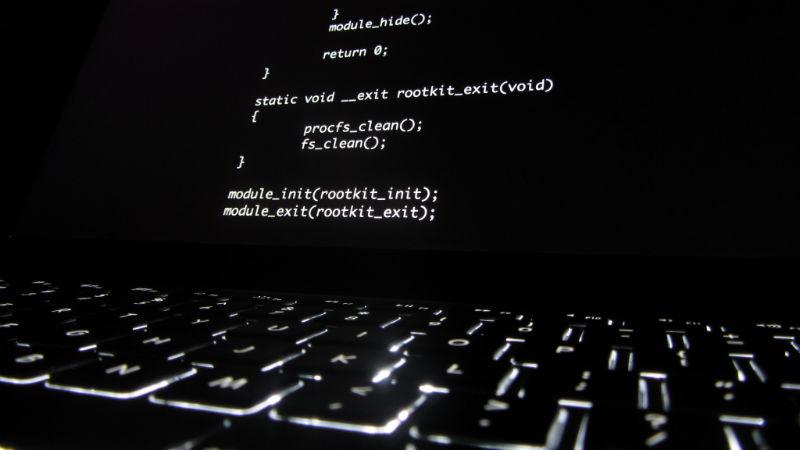 Статистика ЦБ: заработок хакеров от кибератак на финансовые организации в 2018 году упал почти в 14 раз - 1