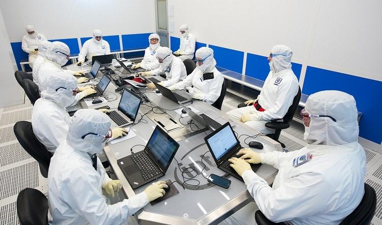 Intel не планирует прекращать разработку 10-нм техпроцесса