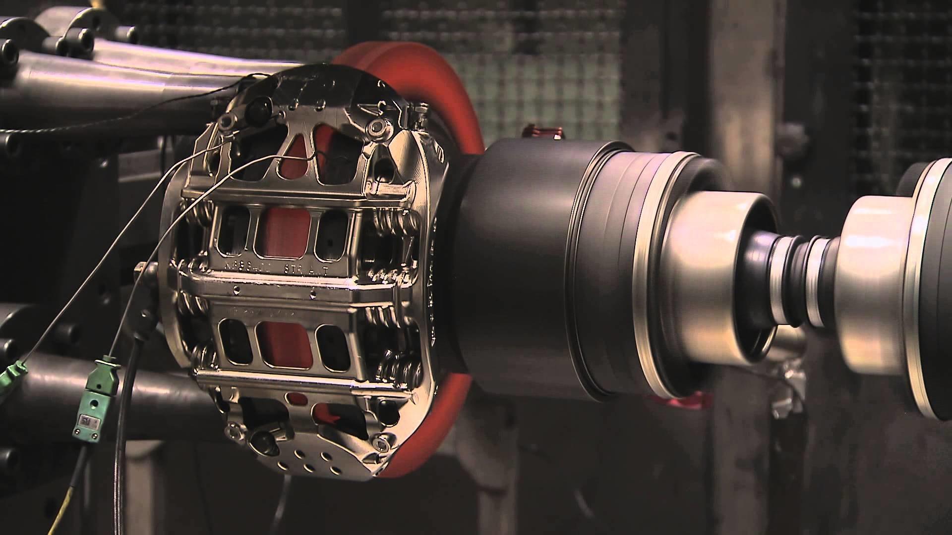 Видео: как тестируют тормоза гоночных автомобилей