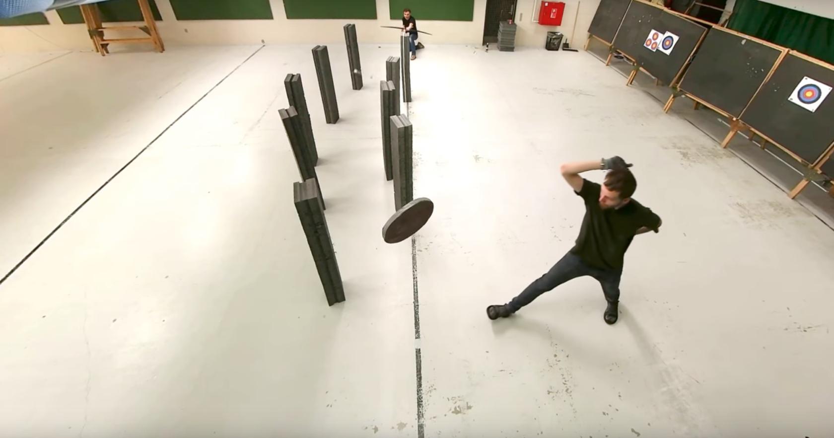 Может ли стрела обогнуть препятствие во время полета?