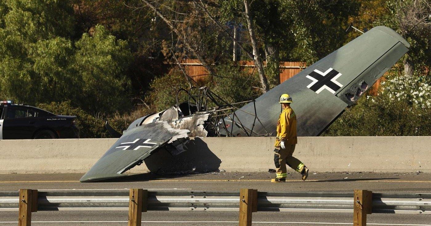 Самолёт Люфтваффе упал на шоссе в Калифорнии