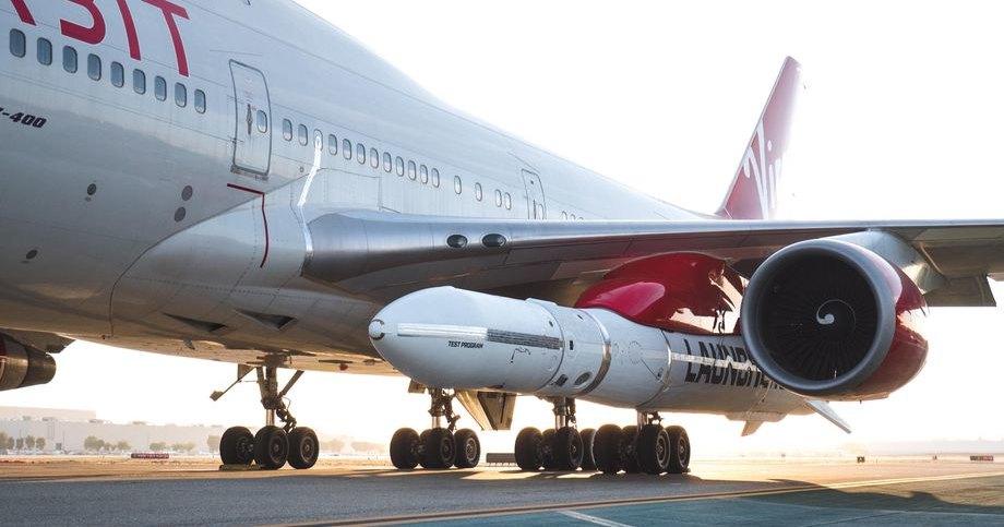 Virgin Orbit прикрепила ракету-носитель к модифицированному Boeing 747