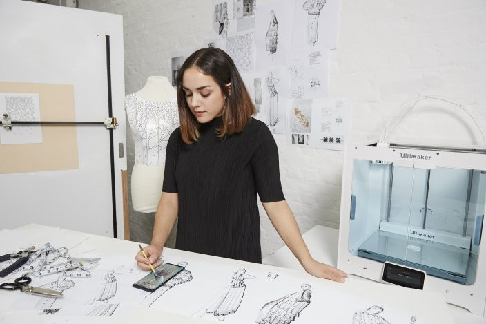 Samsung Galaxy Note9 стал первым смартфоном в истории, на котором создали целую коллекцию одежды