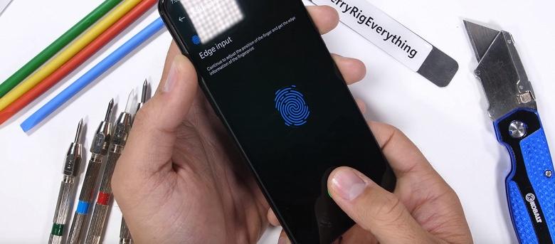 Смартфон OnePlus 6T удивил в тестах блогера JerryRigEverything