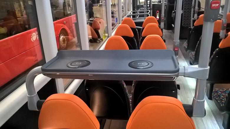 В знаменитых британских двухэтажных автобусах появятся беспроводные зарядные устройства