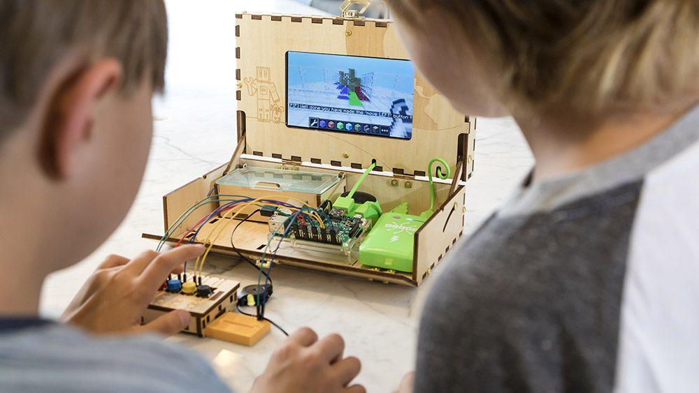 $10 млн инвестиций и похвала Возняка — долгий путь к созданию компьютера-конструктора для детей - 1