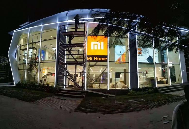 Xiaomi открыла самый большой фирменный магазин в Индии