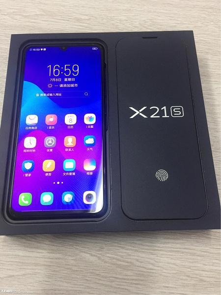 Распаковка еще пока не представленного официально смартфона Vivo X21s запечатлена на фото