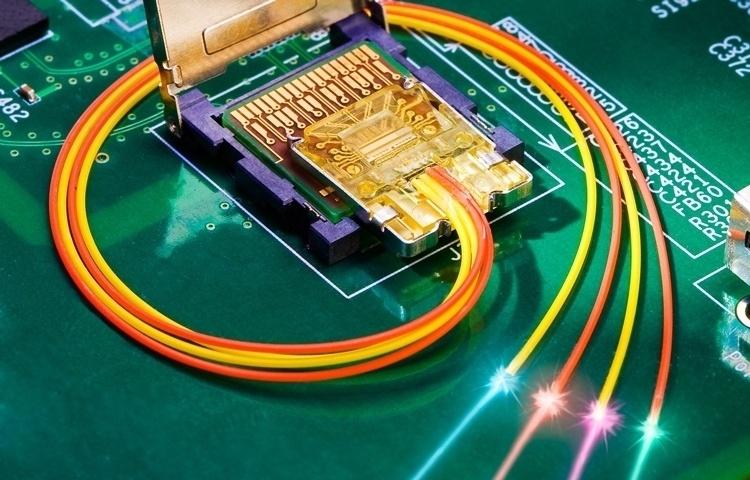 Программа DARPA приведёт к появлению в компьютерах оптических интерфейсов