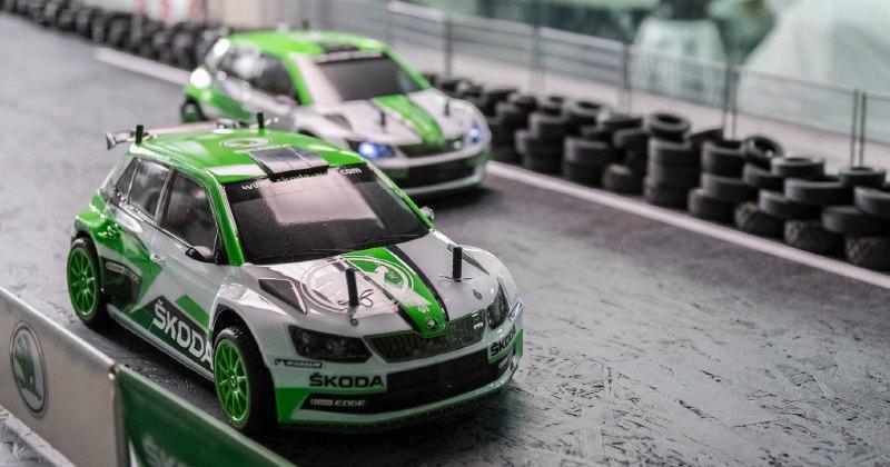 Игрушечные Skoda посоревновались в гонке на заводе марки: видео
