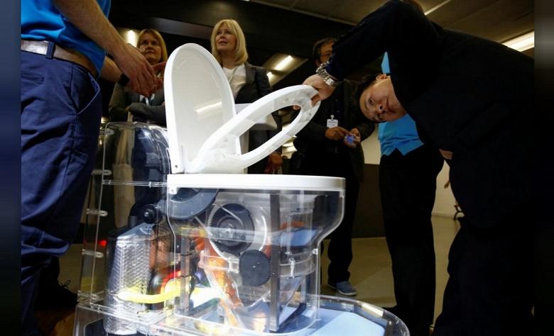 Билл Гейтс представил унитаз, не требующий канализации, на разработку которого потратили 200 млн долларов