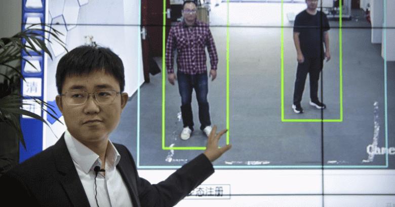 Большой Брат следит за тобой. В Китае внедряют систему идентификации людей по походке и форме тела