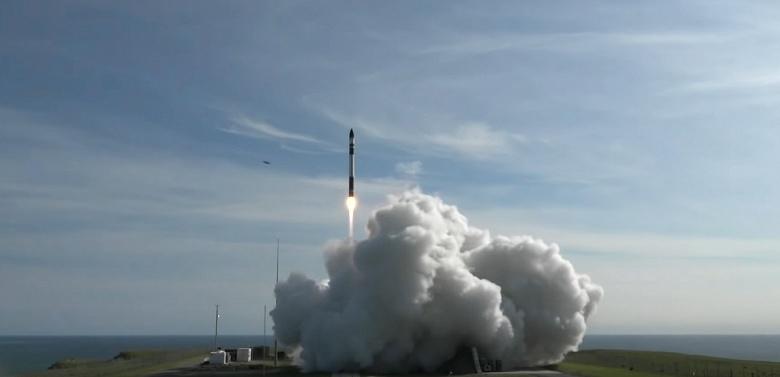 Компактная ракета Electron компании Rocket Lab совершила свой первый коммерческий полёт