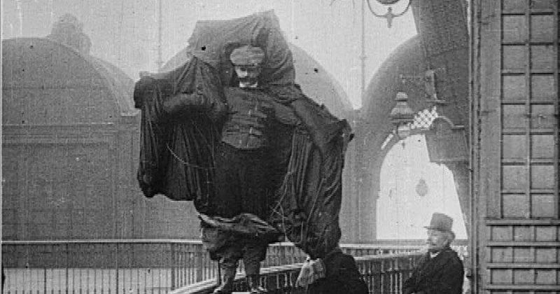 Испытания плаща-парашюта, 1912 год