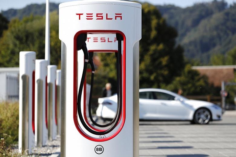 В будущем году Tesla планирует выпустить зарядную станцию следующего поколения