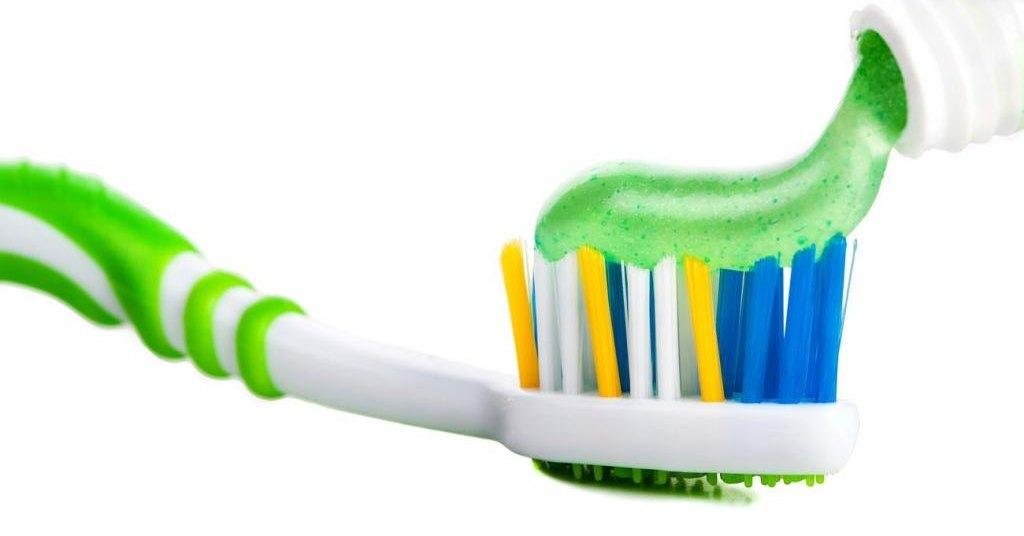 17 забавных и полезных применений зубной пасты: бытовые хитрости