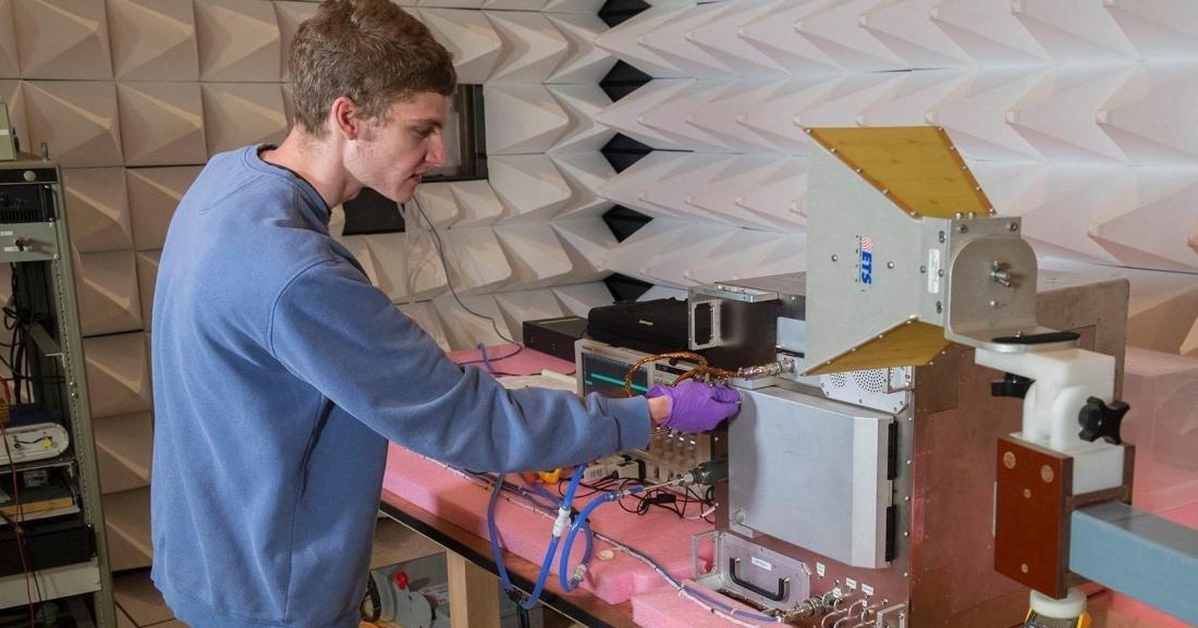 NASA запустило в космос 3D-принтер. Он работает на отходах