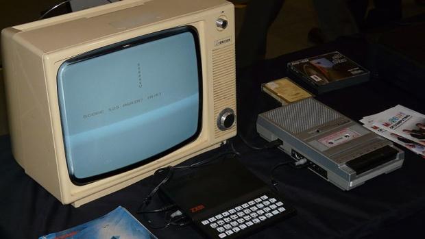 Как в 1980-х люди скачивали игры с радио - 1