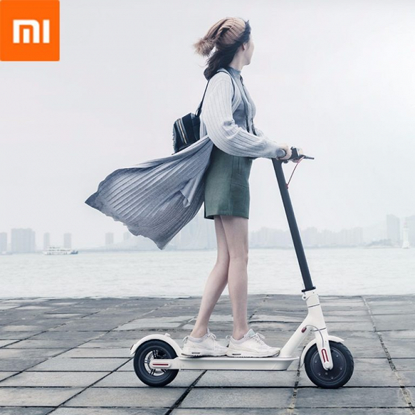 Электрический самокат Xiaomi M365 имеет запас хода 30 км
