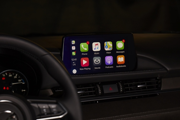 Системы Apple CarPlay и Android Auto стали доступны владельцам неновых автомобилей Mazda