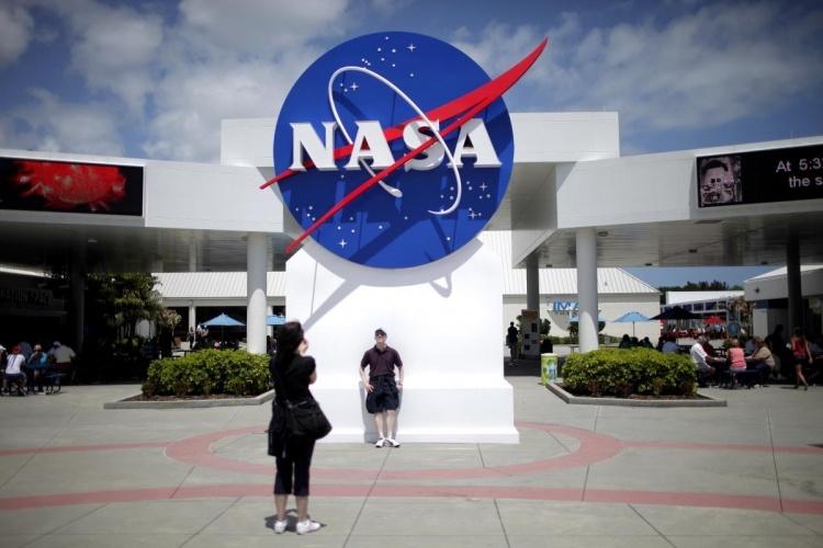 NASA отдаёт разработку лунной программы на откуп частным компаниям