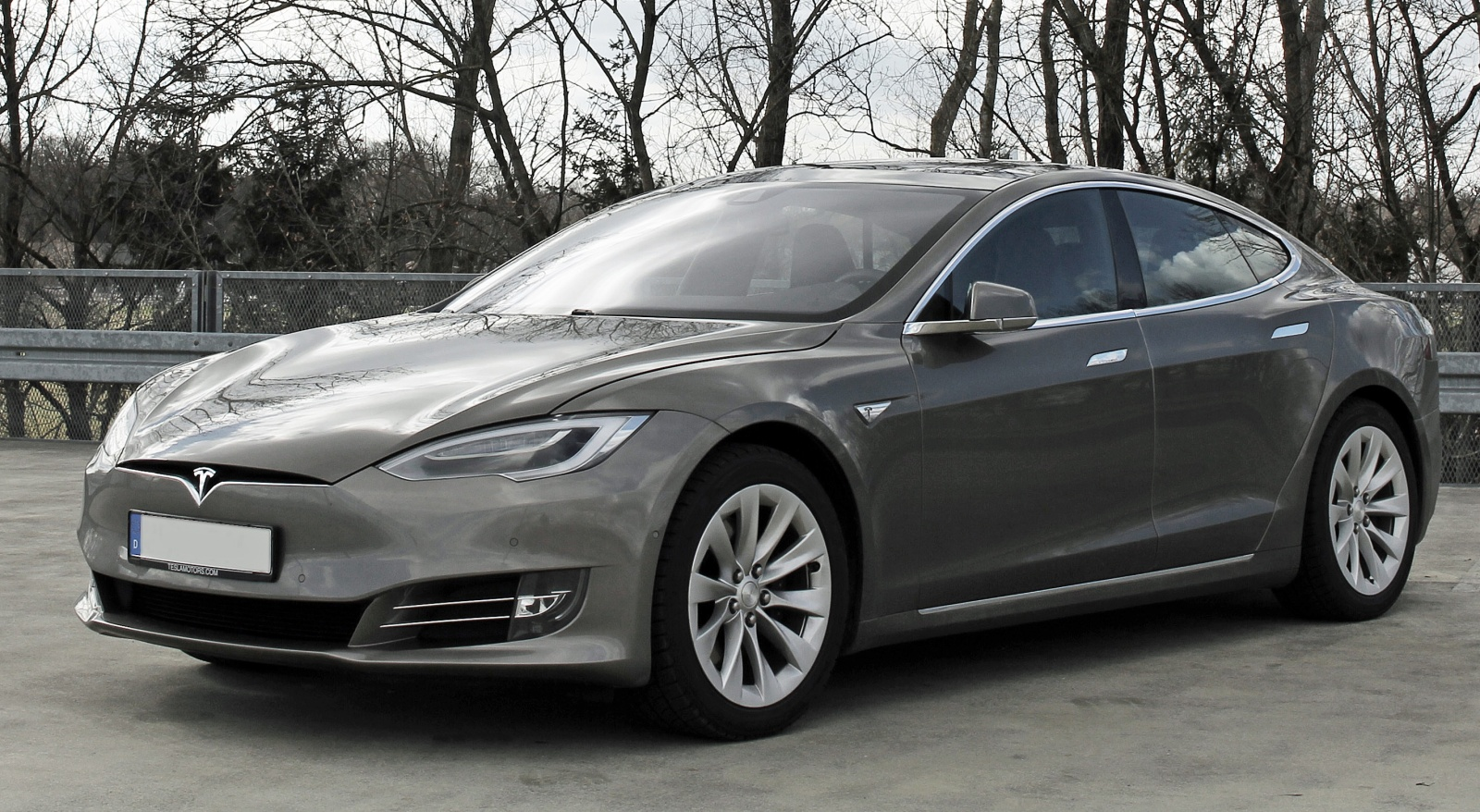 Полицейские Калифорнии в течение 7 минут пытались остановить Tesla с заснувшим за рулем водителем - 1