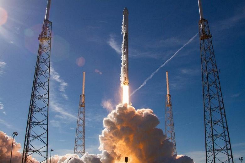 SpaceX впервые запустила ракету Falcon 9 с первой ступенью, которая использовалась уже дважды