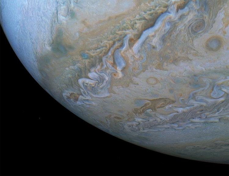 Фото дня: дельфин в атмосфере Юпитера