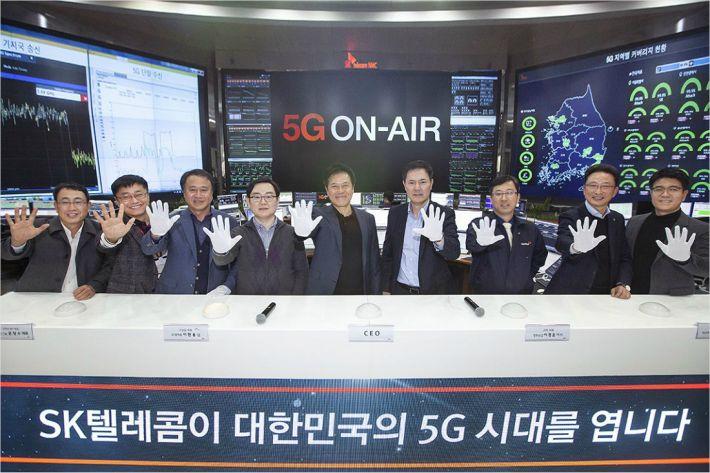 Смартфон Samsung с поддержкой 5G показан в действии