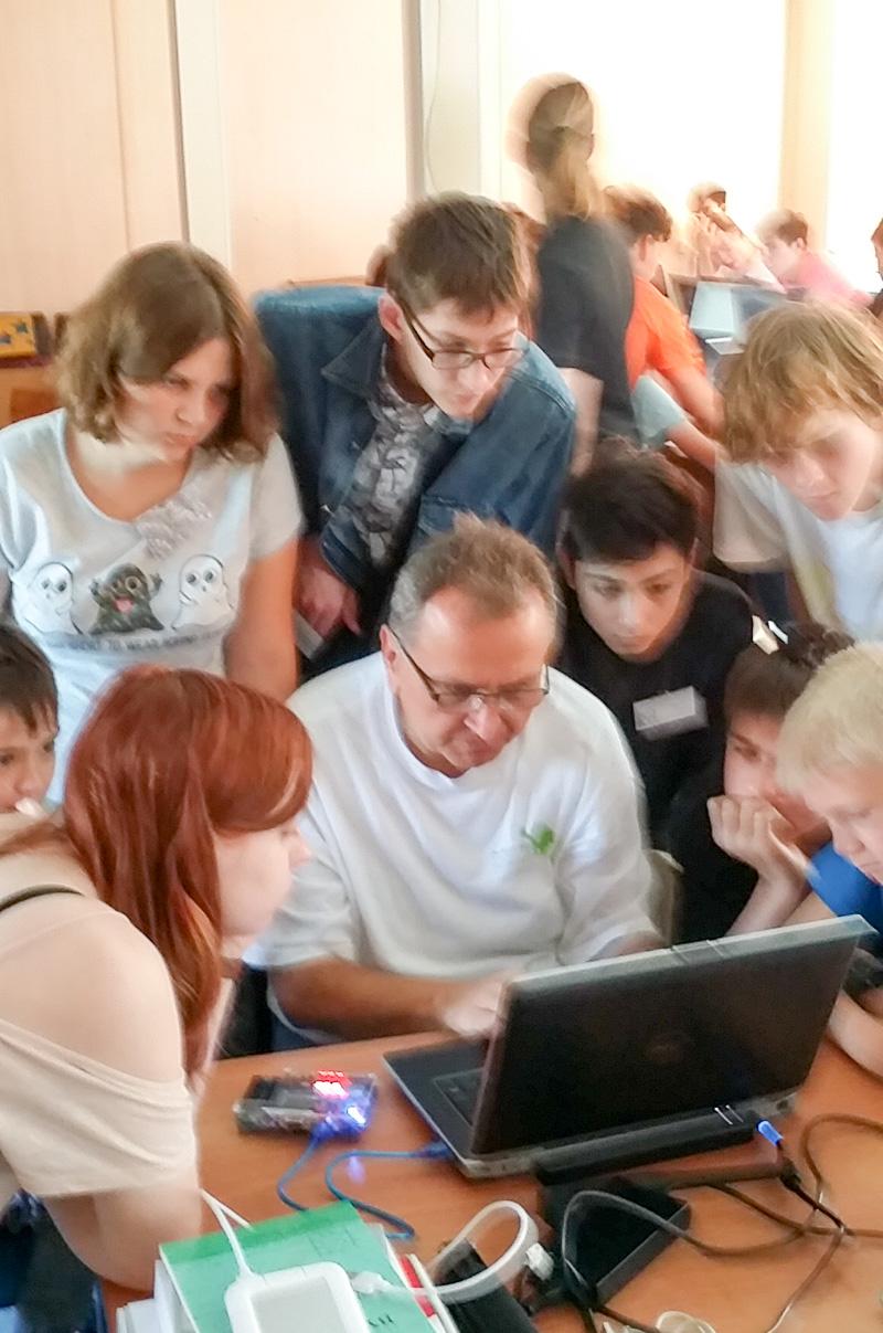 Десятиклассница из Сибири хочет стать проектировщицей процессоров. Почему бы ей не сделать нейроускоритель на ПЛИС? - 12