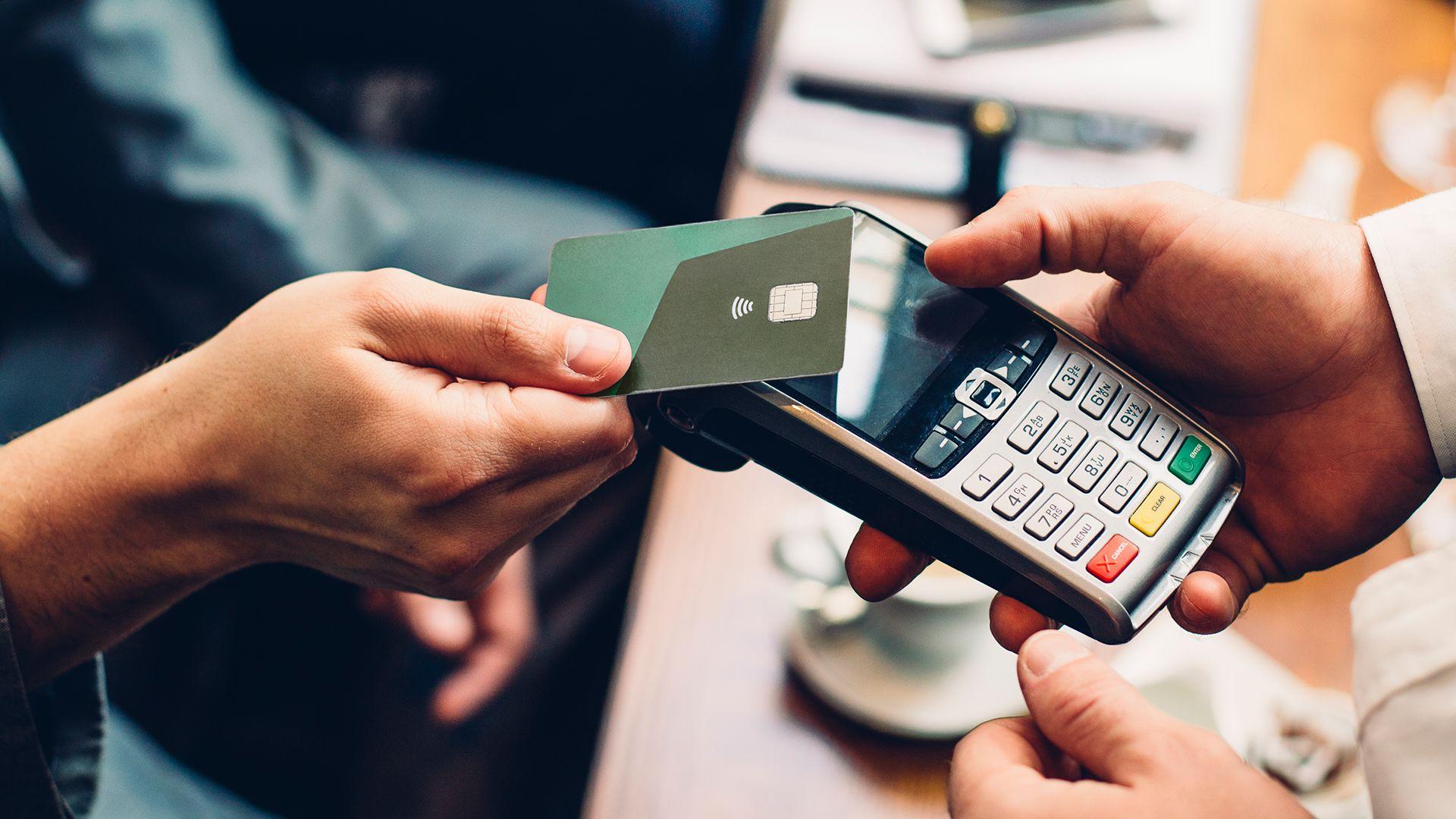 Финтех-дайджест: подготовка отключения малых банков от Visa и Mastercard, пенсионный калькулятор и не только - 1