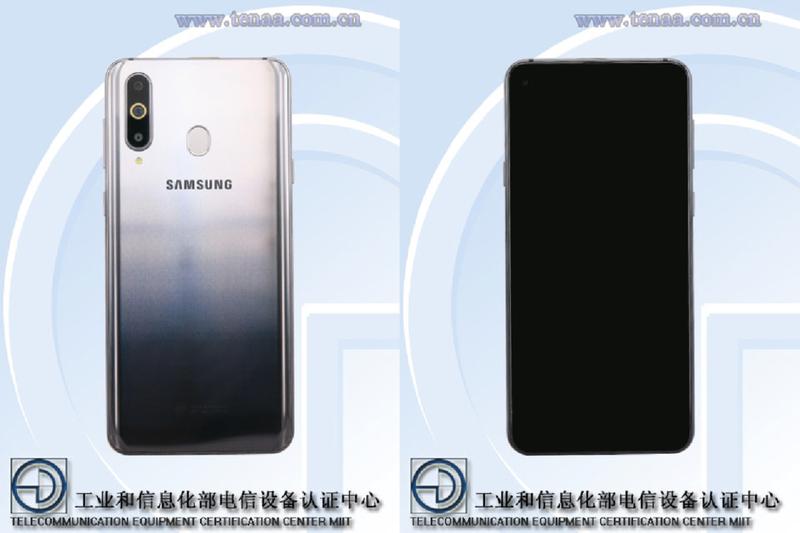 Samsung с дырой в экране и тройной камерой: фотографии
