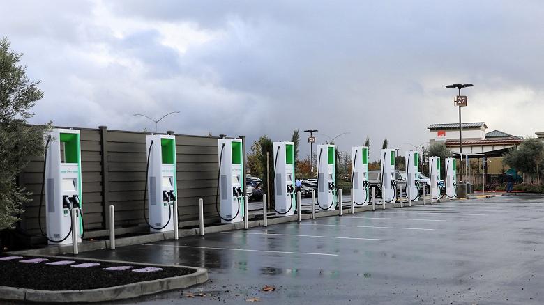 В Калифорнии установили суперсовременные зарядные станции для электромобилей, которыми никто не может воспользоваться