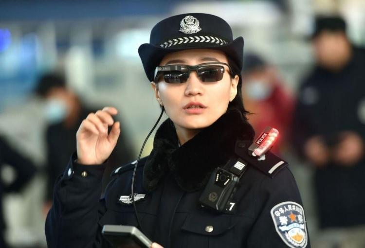 Полиция в Китае начнёт использовать смарт-очки для выявления лиц из «чёрного списка»