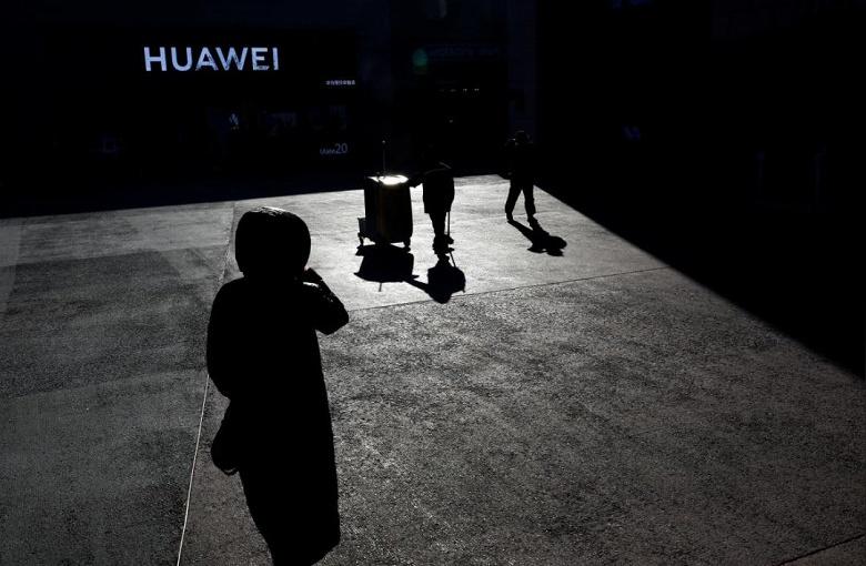 Владельцы T-Mobile и Sprint пытаются заслужить благосклонность Комитета по иностранным инвестициям в США, отказавшись от оборудования Huawei
