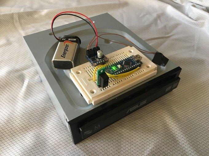 Начат сбор средств на выпуск устройства для унитаза, прототипом для которого послужил оптический привод