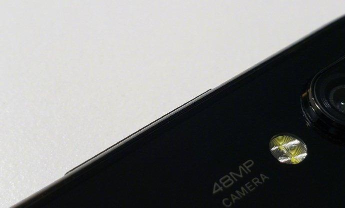 Опубликованы живые фото загадочного смартфона Xiaomi с «дырявым» экраном и сдвоенной основной камерой разрешением 48 Мп
