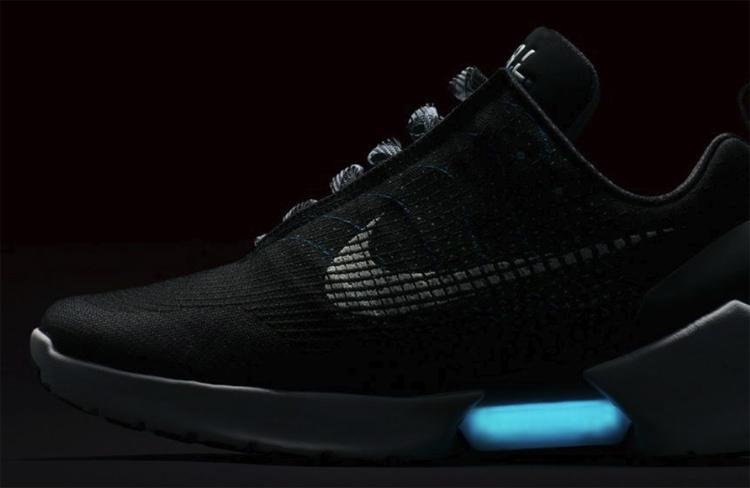 «Назад в будущее»: самозашнуровывающиеся кроссовки Nike Adaptive выйдут в 2019 году