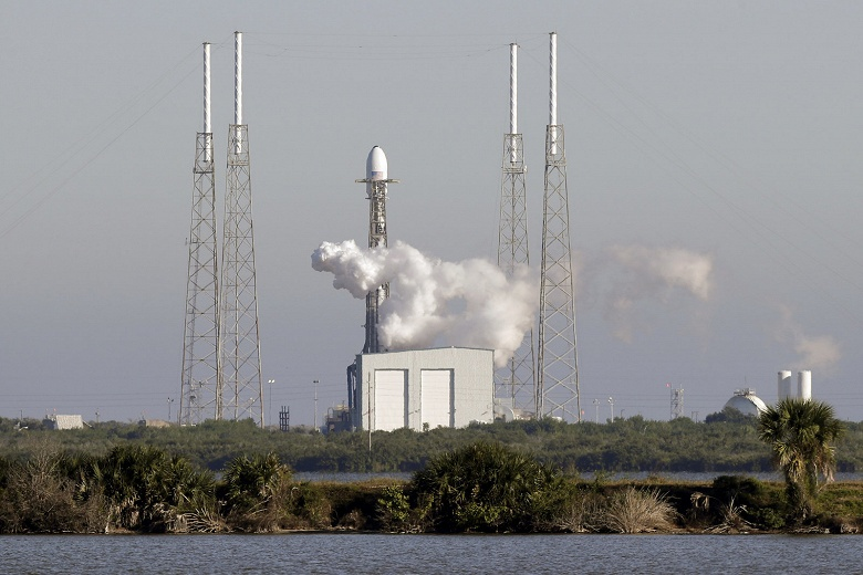 Последний запуск SpaceX в этом году: первый заказ для ВВС США и первый спутник GPS нового поколения