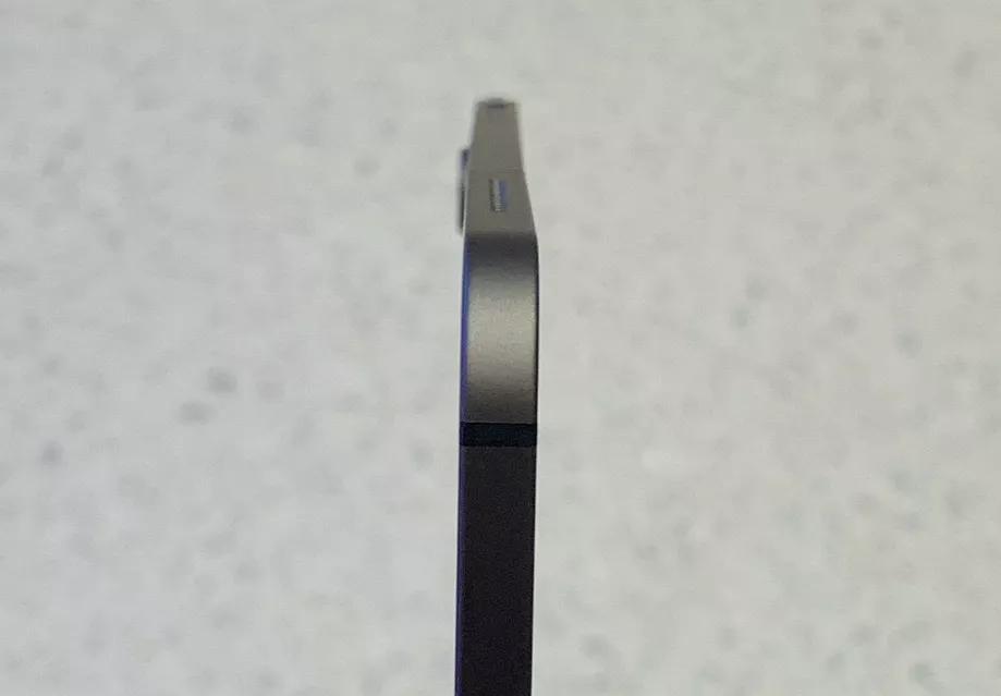 Apple подтверждает, что некоторые iPad Pro поставляются слегка изогнутыми, но говорит, что это нормально - 2