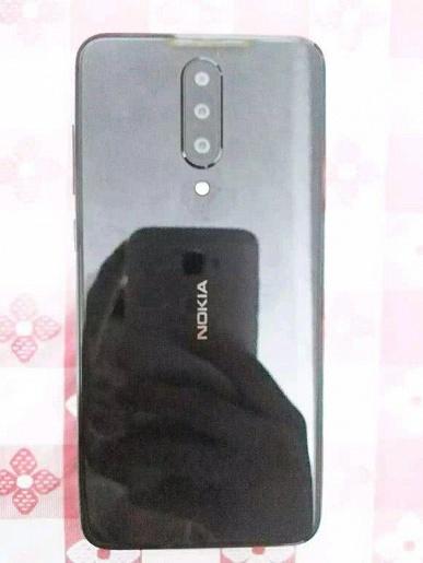 На живых фото засветился загадочный смартфон Nokia с тройной камерой