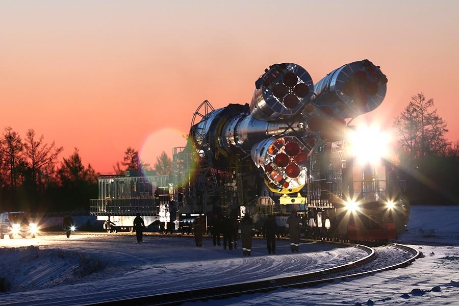 Вывоз ракеты перед стартом на Восточном - 13