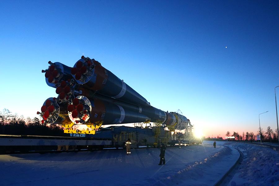 Вывоз ракеты перед стартом на Восточном - 15
