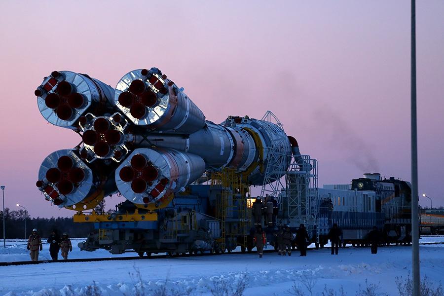 Вывоз ракеты перед стартом на Восточном - 16