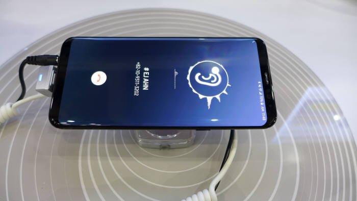 Samsung покажет на выставке CES 2019 экраны OLED для смартфонов, издающие звук