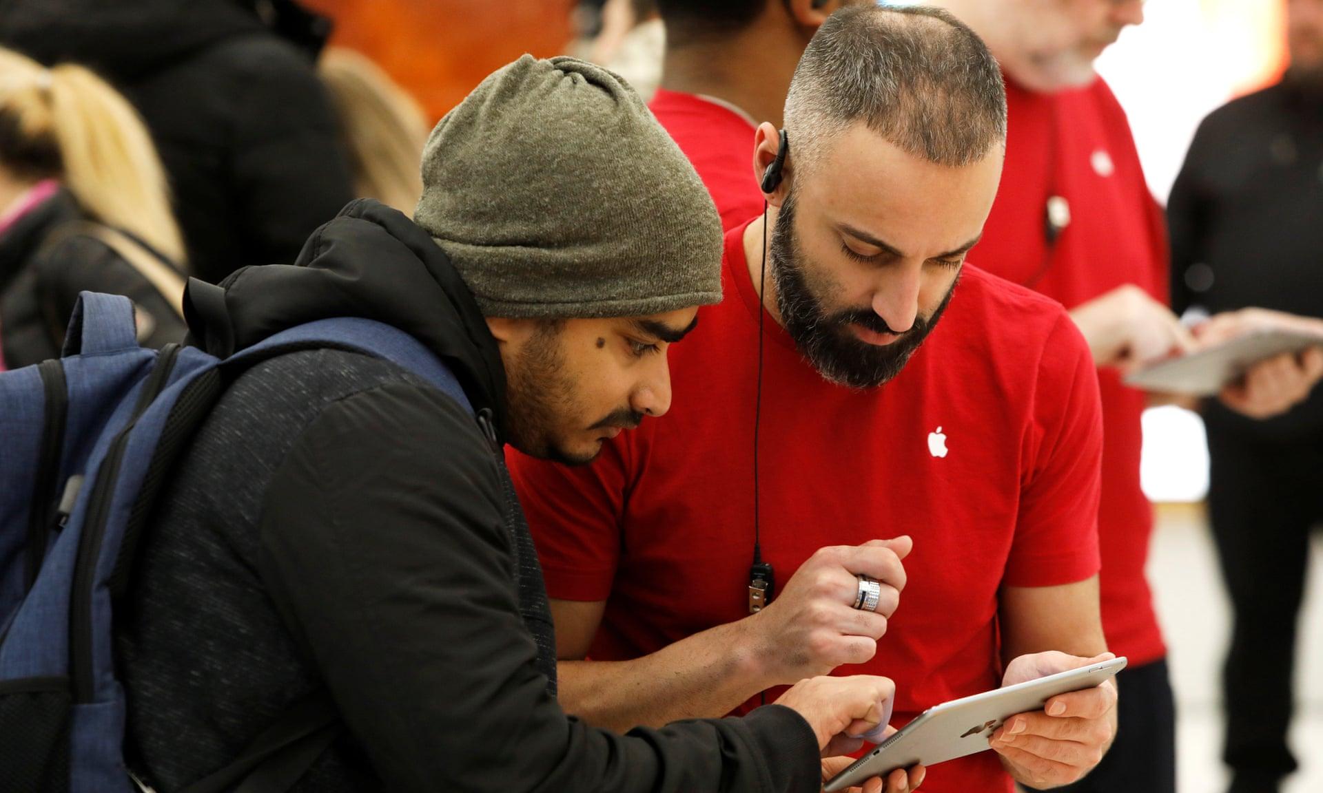 Аплодисменты и одобрительные возгласы: тщательно управляемая драма в магазинах Apple - 4