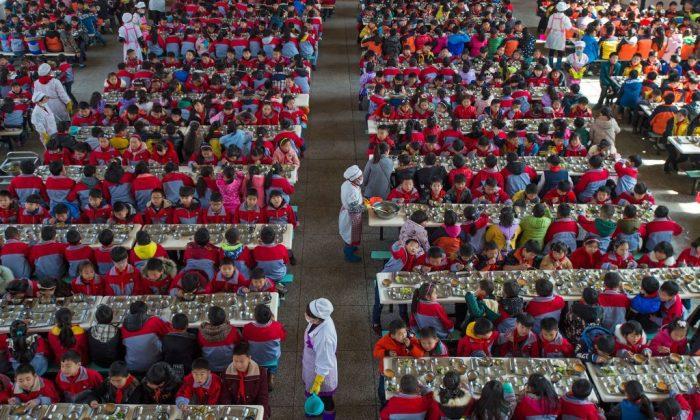 Умная форма китайских школьников помогает снизить количество прогулов - 1